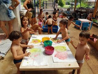 מים, צבעי ידיים והרבה כיף... ילדי גנון לילך בבוקר של כיף!