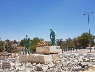 ביקור מפתיע בפסלו של אסף ליפשיץ במצפה רמון