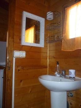 baño cabaña grande y pequeño
