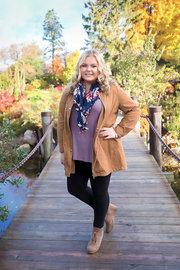 Senior Girl Hamstra Garden Bridge