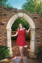 Senior Girl Hamstra Garden Archway
