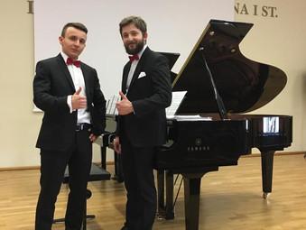 Wejherowo, PSM I st., Koncert Dombrova Piano Duo na inaugurację wirtualnego zwiedzania Muzeum Piaśnickiego.