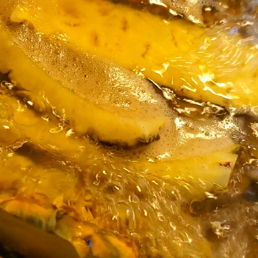 Boiling pineapple
