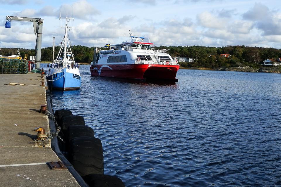 Kosterbåten ankommer Vestre havn på Nord-Koster