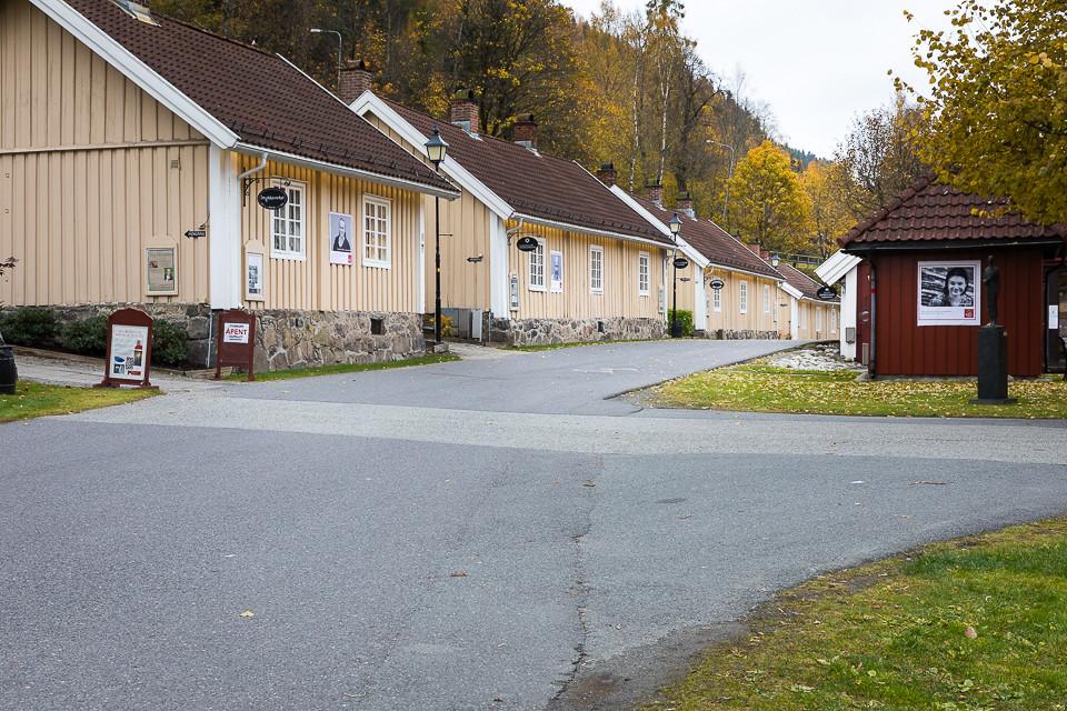 Fredede trebygninger på Bærums verk der det i dag er spisessted, håndverks- og kunshåndverksforretninger