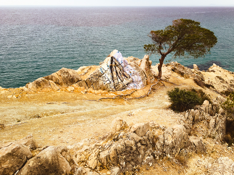 Tagget stein i nærheten av Sanutario del la Malladeta
