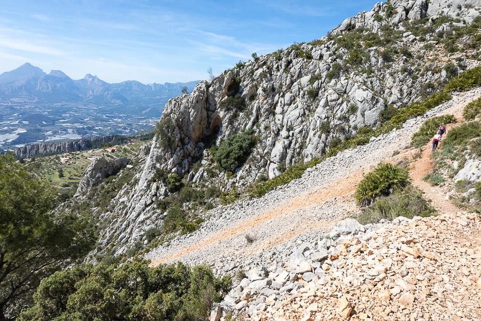 Veien langs fjellet mot Fort de Bernia