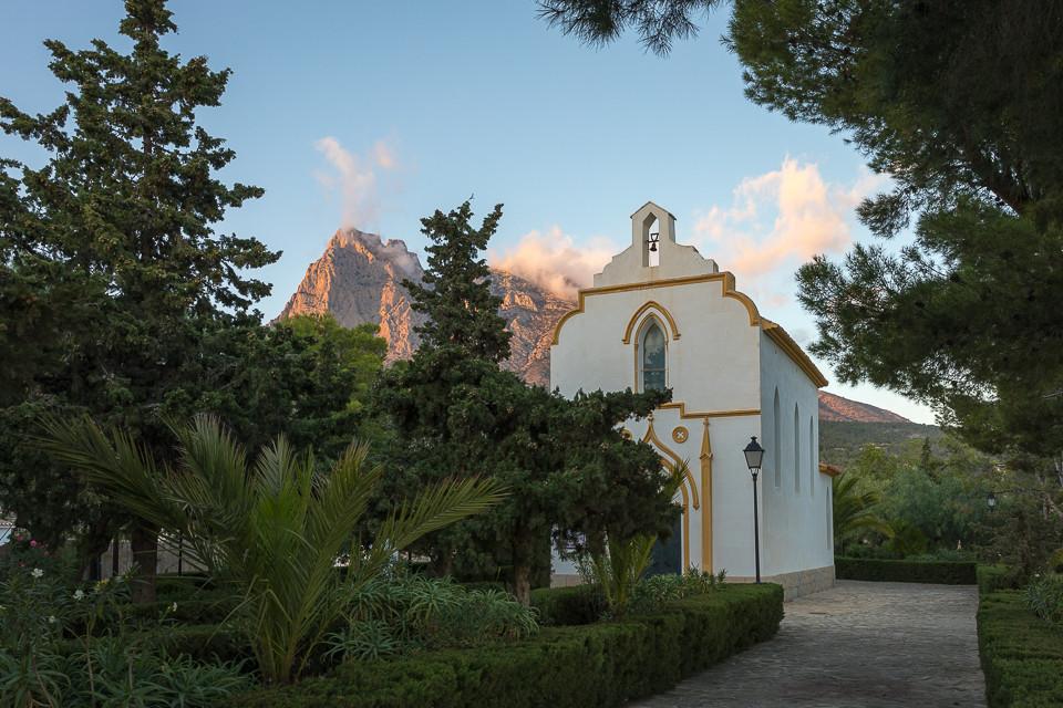 Kapell med utsikt til Puig Campana i Finestrat
