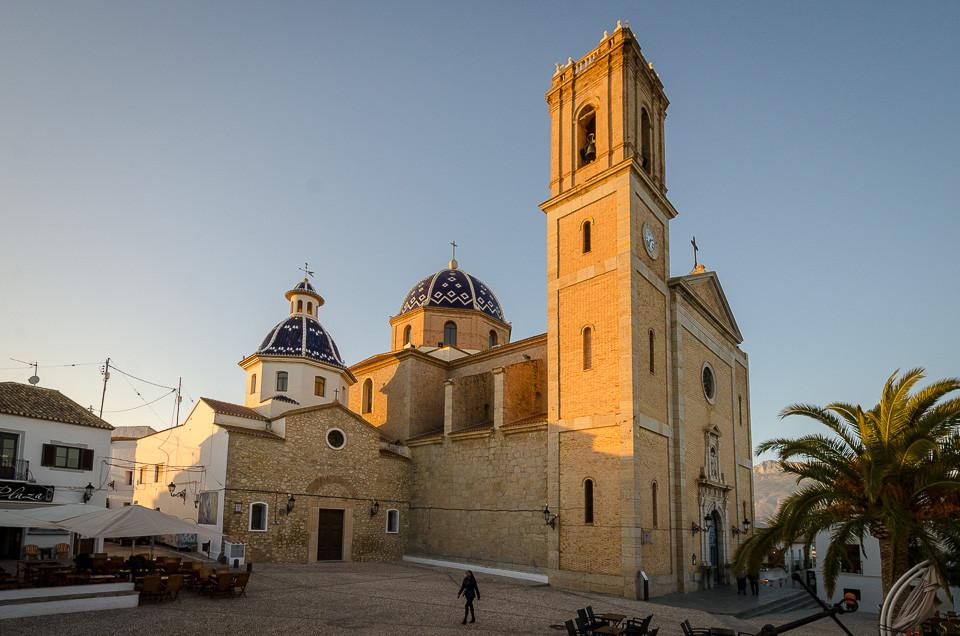 Kirken og kirkeplassen i Altea
