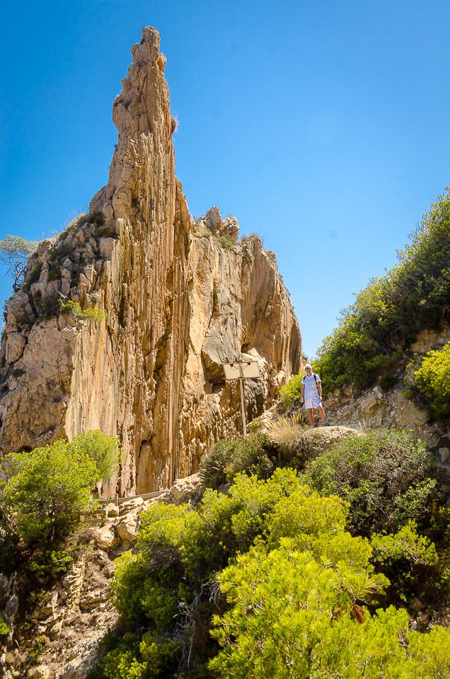 Spiss klippe på toppen av Cala de Moraig