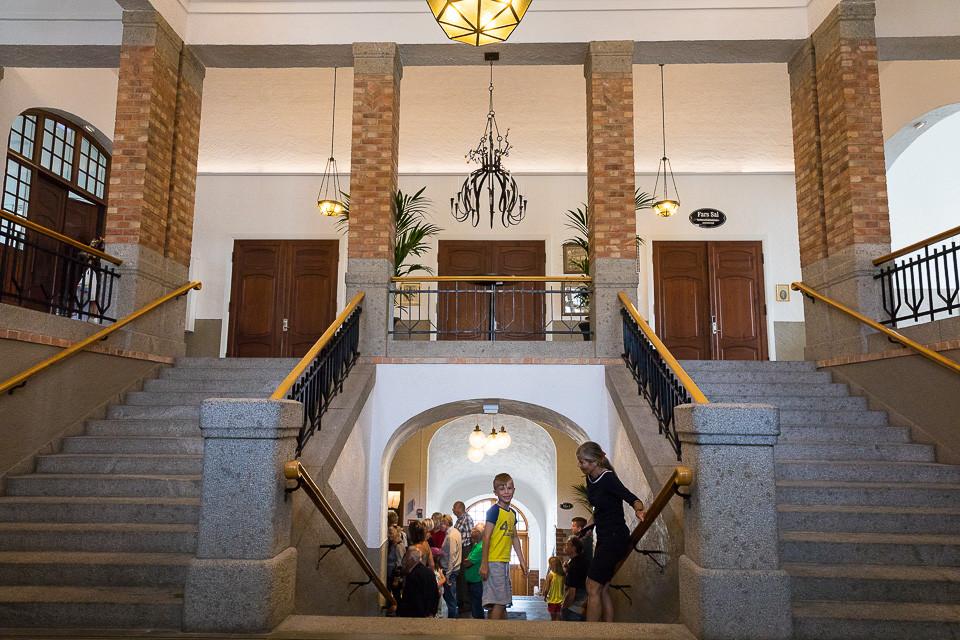 Trappeoppgangen inne i Strømstads stadshus