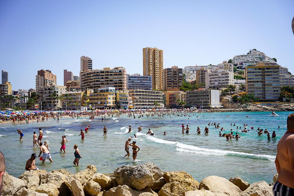 Stranden ved Cala de Finestrat og Cala de Villajoyosa