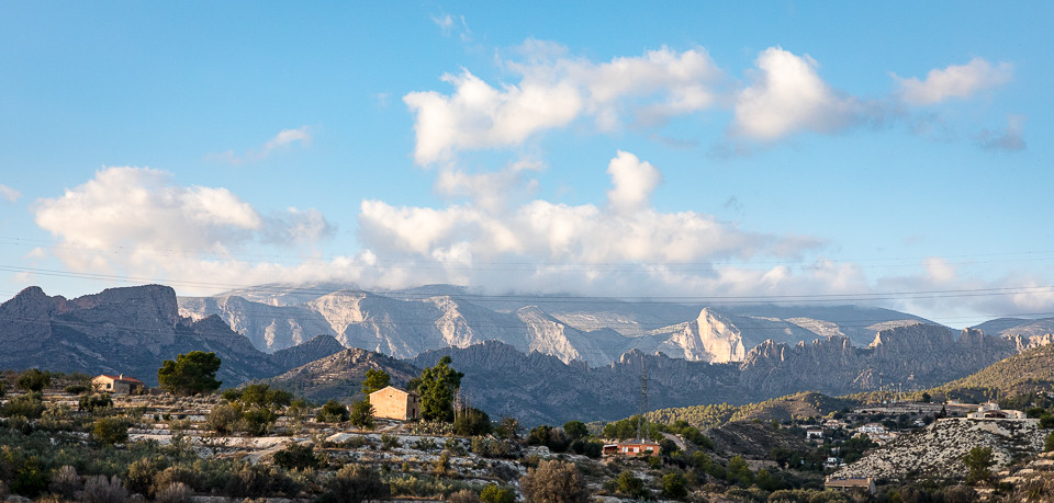 Taggete fjellkjede mellom Finestrat og Sella