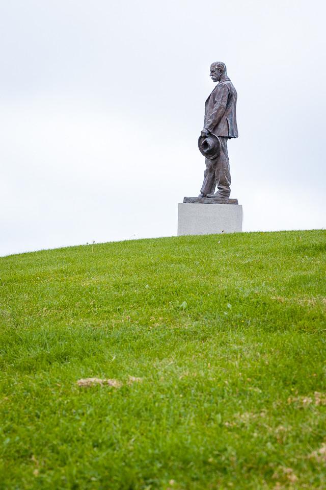 Statue av Fritjof Nansen i Nansenparken ved Fornebu