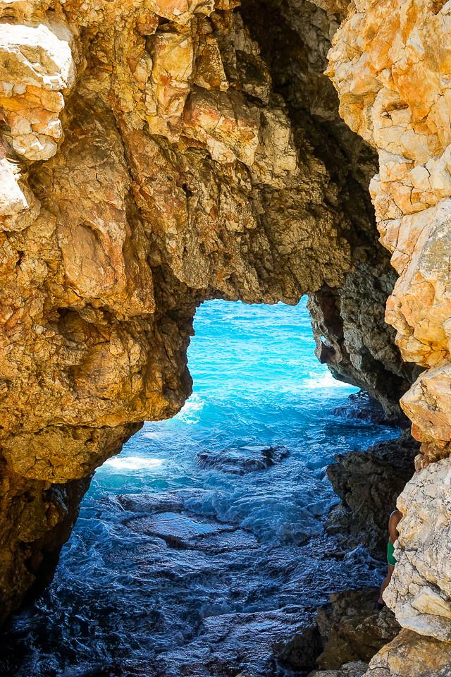 Grotten som fører inn til den underjordiske elven