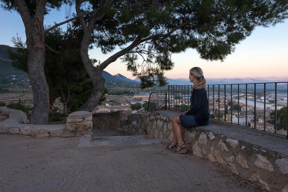 Utsiktspunkt nedenfor borgen i Biar før soloppgang