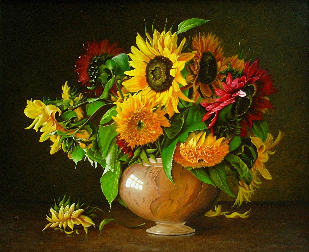 Stilleven meerkleurige zonnebloemen