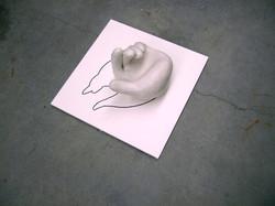 6 Monique Sleegers Hand 2014 keramiek,tekening op hout.JPG