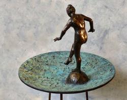 Bronzen waterschaal met baadster.JPG