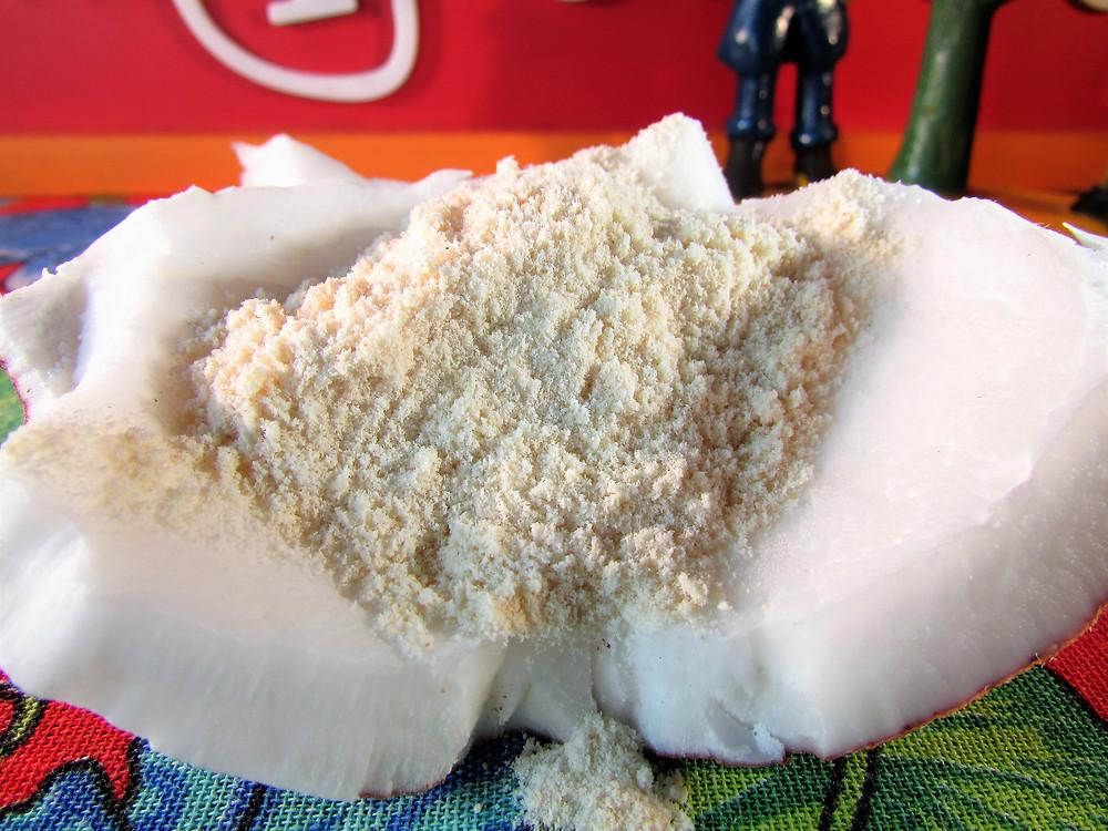 farinha-de-coco-emporio-manjericao-produtos-naturais