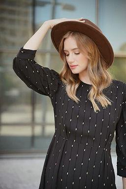שמלה שחורה בשילוב זהב וקטיפה