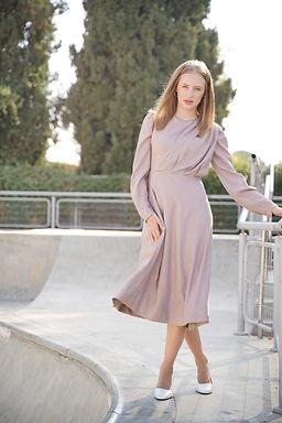 שמלת סלין בצבע וורוד מעושן