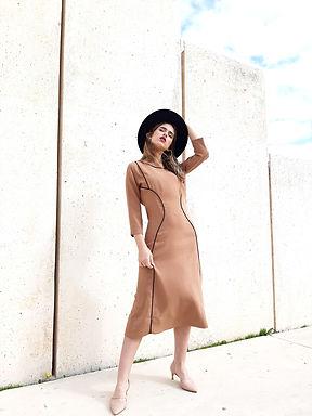 שמלה בצבע קאמל בגזרה מרזה
