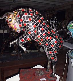 Taureau de combat rouge et noir