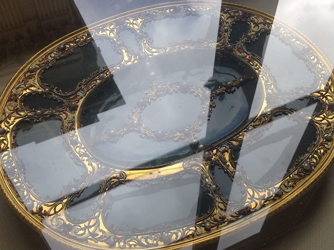 table, museum, paris