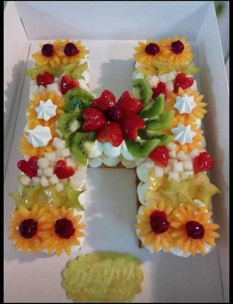 עוגת אותיות פירות