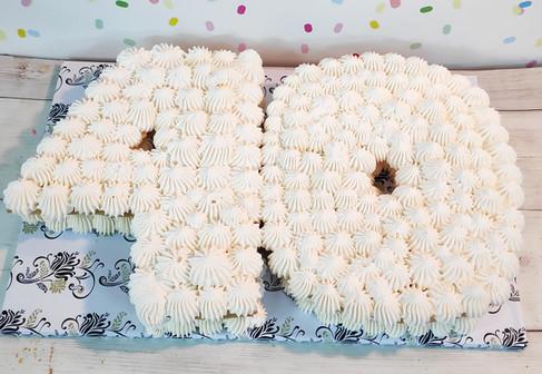 הכנת עוגת מספרים יום הולדת בזילוף