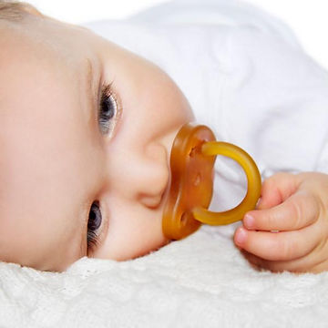 9889-Hevea-Pacifier-Star-and-Moon-LS1_80