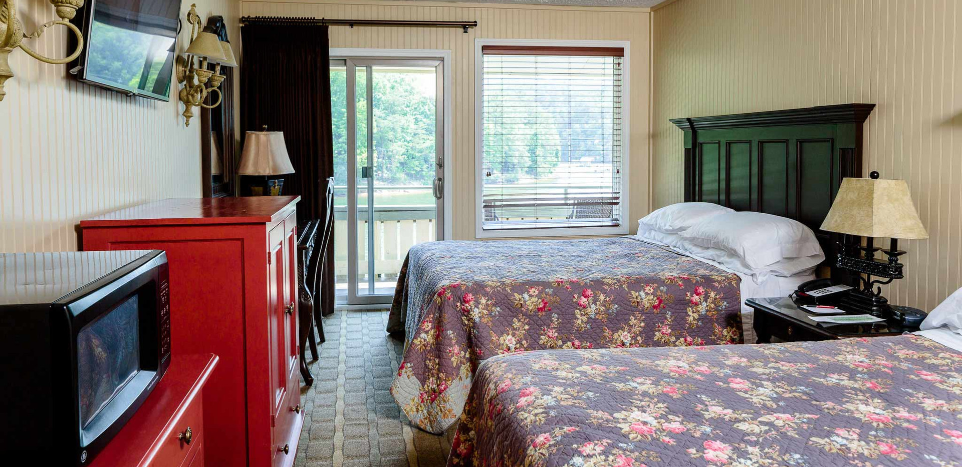 Motel-Room Double Queen -Enchanted DIY RE-TREAT 2020