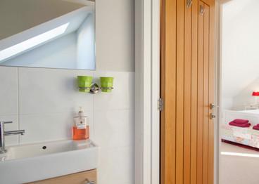 En-suite Bathroom with bedroom
