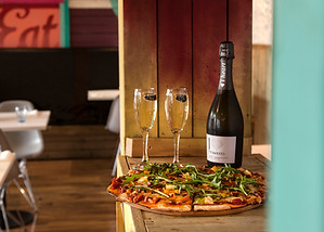 Pizza and prosecco at Street