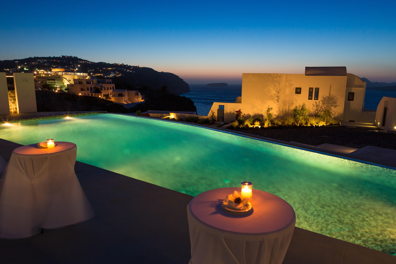 Santorini (4 of 15).jpg