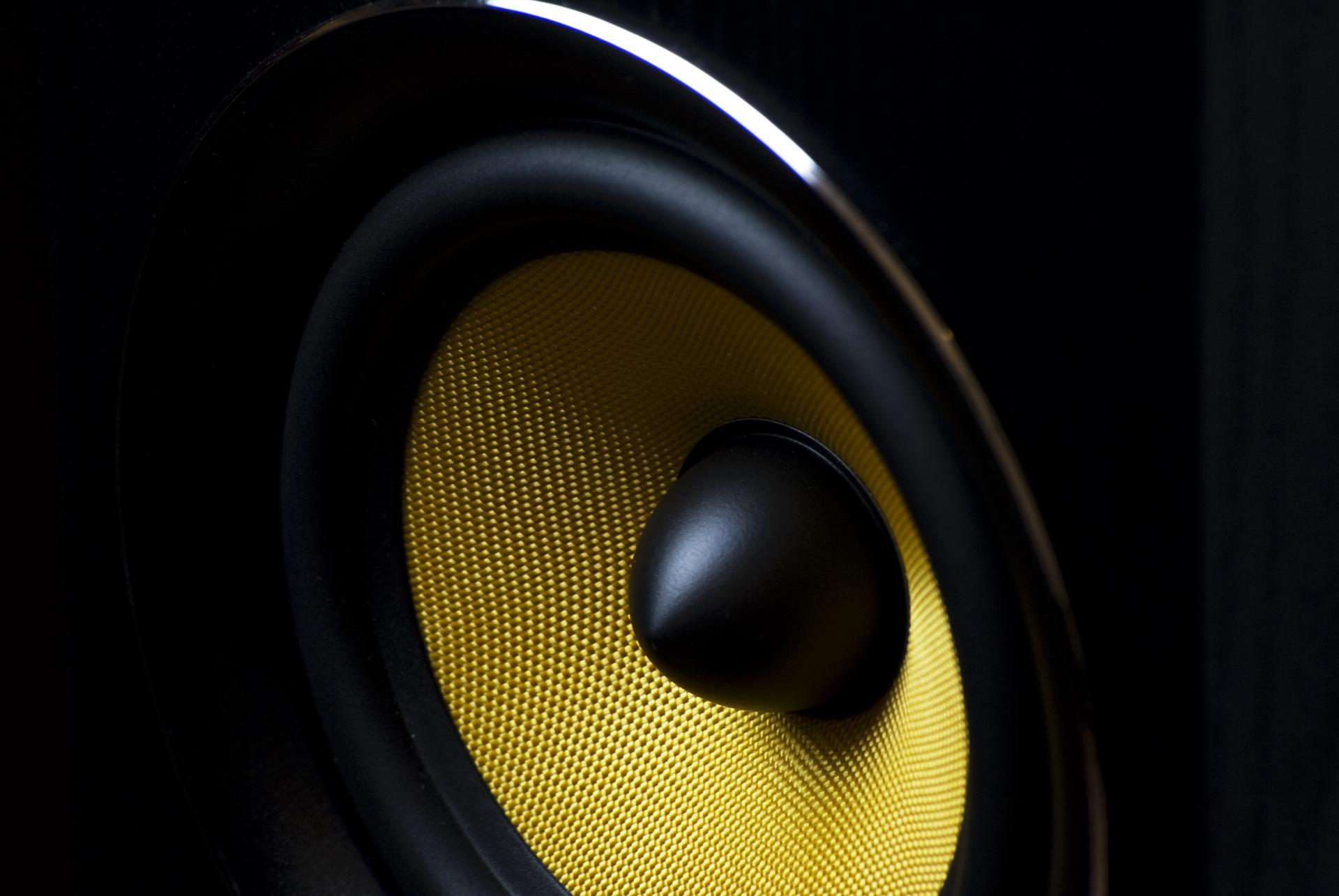 speaker-820005_1920
