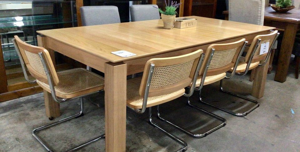 Xavier Messmate Extension Dining Table