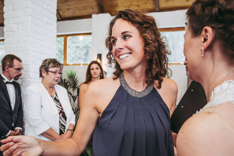 Elisabeth Mandl als Freie Rednerin bei einer Hochzeit im Sommer 2020 in Berlin.