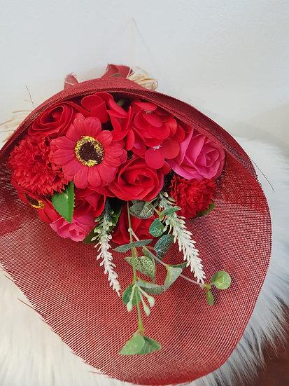 Großer Blumenstrauß aus Seife - Rottöne