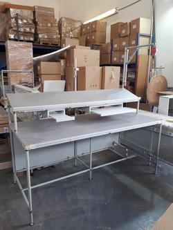שולחן עבודה עם מדף משופע לארקליות