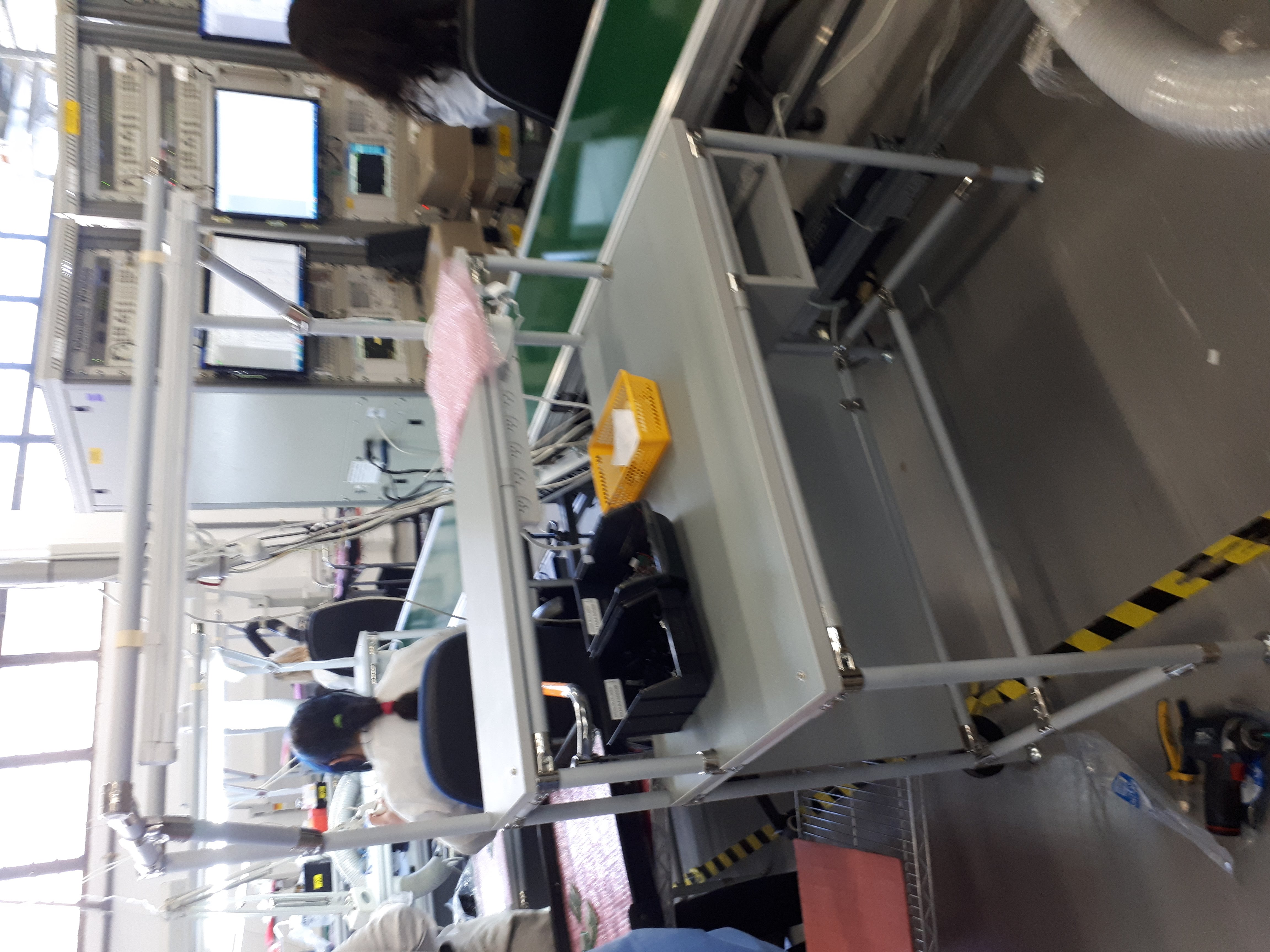שולחן הרכבות במפעל ייצור