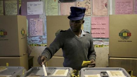 ZIMBABWE / ELECTIONS GÉNÉRALES LA POLÉMIQUE S'INTENSIFIE