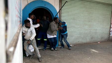 AFRIQUE DU SUD / INSECURITE : LES HABITANTS DU CAP PROTESTENT CONTRE LA CRIMINALITE