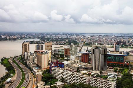 COTE D'IVOIRE / ECONOMIE : LE CAPITAL DE DEUX BANQUES D'ETAT OUVERT AUX INVESTISSEURS PUBLICS