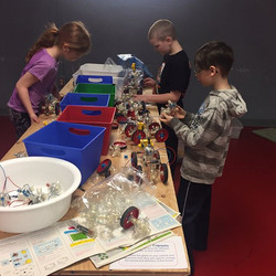 More Grade 4 STEAMERS exploring wheels, gears and pulleys at the Science Village