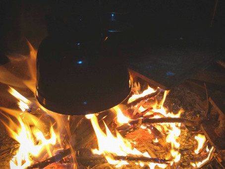Pierwszy, zimowy camping w Australii. Ognisko pod gwiazdami.
