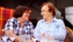Weingut Staab - Oma Hedwig bei der Weinprobe