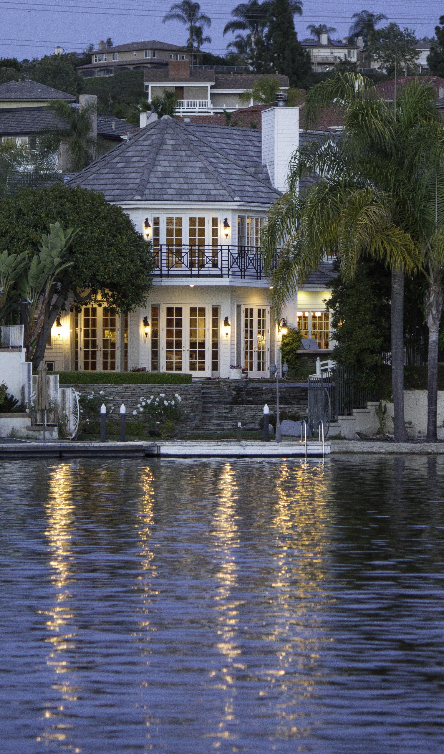 868615-Lake_View_House_2