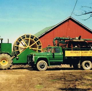 Self-propelled reel and pumper truck